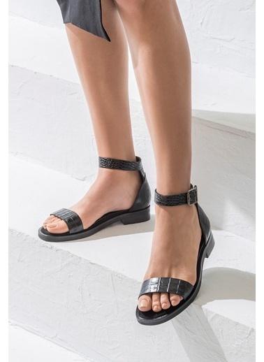 Elle Bilekten Bağlamalı Sandalet Siyah